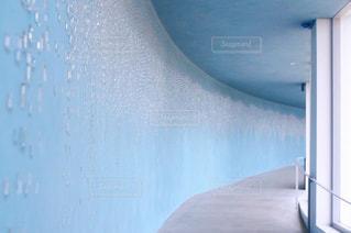 ガラスの廊下の写真・画像素材[2215467]