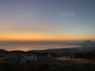 朝焼けの別府湾の写真・画像素材[2211436]