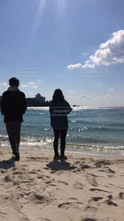 浜辺の兄妹の写真・画像素材[2215108]