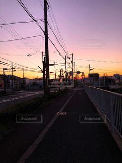電線のある夕方の風景の写真・画像素材[3050222]