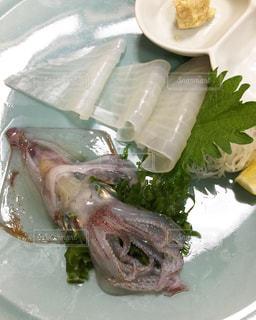 透き通ってます!生簀からイカの活け造り♡呼子のイカの写真・画像素材[2215004]