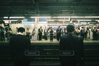 夜の駅の写真・画像素材[2215648]