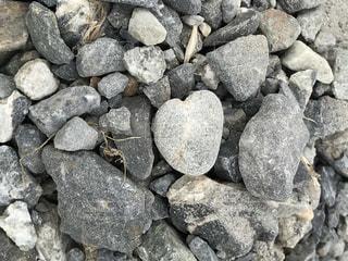 ハート型の石の写真・画像素材[2217271]