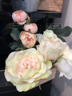 薔薇の花束の置物の写真・画像素材[2223597]