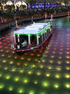 ハウステンボスの輝く船と七色の川の写真・画像素材[2279183]