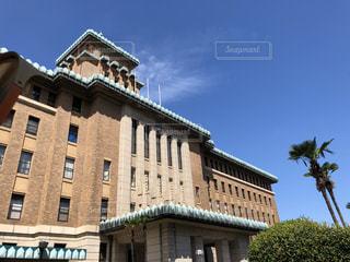 木と空と神奈川県庁の写真・画像素材[2493286]