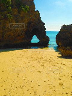 池間島のハート岩の写真・画像素材[2227338]