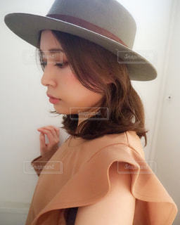 帽子をかぶった女性の写真・画像素材[2233677]