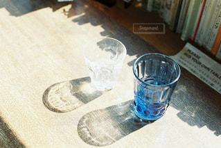 コップの影の写真・画像素材[2317051]