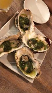 四角い皿の上に乗った生牡蠣の写真・画像素材[2219264]