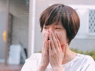 笑って話す女性の写真・画像素材[3536086]
