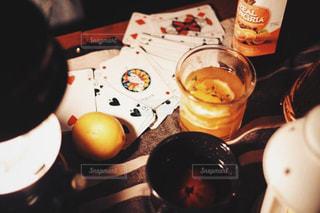飲み物,アウトドア,夜,おしゃれキャンプ,お酒,ゲーム,トランプ