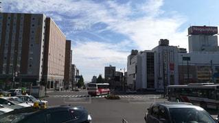 小樽駅前からみた海の風景の写真・画像素材[2443291]