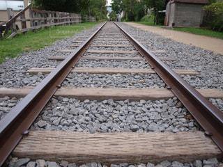 どこまでも続く線路の写真・画像素材[2443303]