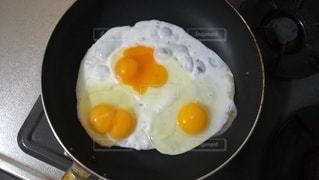 朝食用の卵焼きが双子卵で嬉しいの写真・画像素材[2465906]