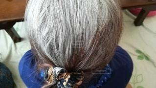 高齢女性の白髪頭のアップ。後頭部。の写真・画像素材[2947434]
