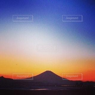 湘南からのグラデーションの富士山の写真・画像素材[2699904]