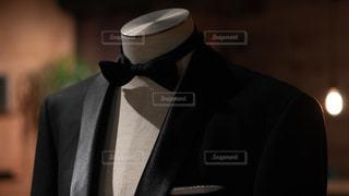 スーツ(ジャケット、タキシード)と蝶ネクタイの写真・画像素材[2343697]