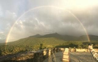 朝日と虹の写真・画像素材[2237128]