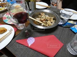 鶏肉+ワインの写真・画像素材[2227850]