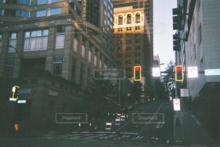シアトル市街地の信号機の写真・画像素材[2228003]