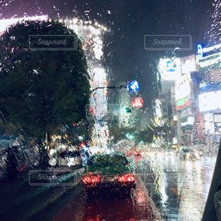 雨の街の写真・画像素材[2247026]