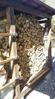 薪棚の写真・画像素材[2228864]