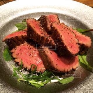 肉食のための牛タン ミディアムレアなグリルの写真・画像素材[966202]
