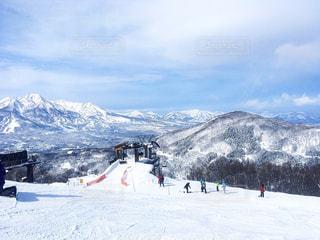 雪山の景色とリフトの写真・画像素材[1015659]