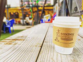 外で飲む一杯のコーヒーの写真・画像素材[1028243]