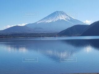 湖に映る富士山の写真・画像素材[2243270]