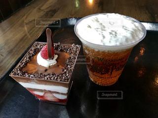 バタービールとケーキの写真・画像素材[2302299]