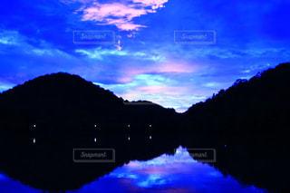 青の夕焼けの写真・画像素材[2232371]