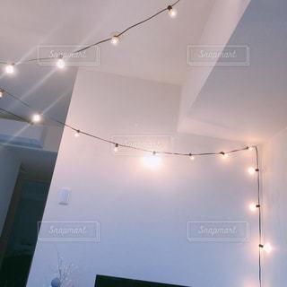 小さな電球たちの写真・画像素材[2233711]