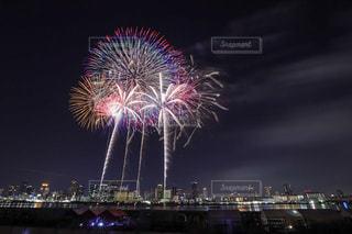 花火と夜景の写真・画像素材[2246399]