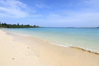 青い海と白い砂浜の写真・画像素材[2316780]
