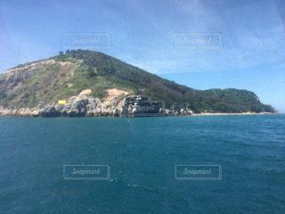 南国の海と島の写真・画像素材[2238199]