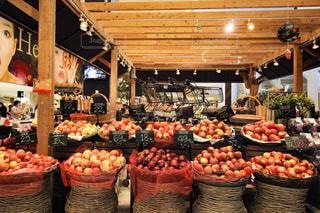 タイのデパートに並ぶ果物の写真・画像素材[2266705]