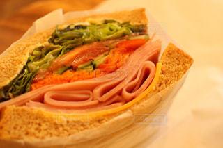 野菜たっぷりサンドイッチの写真・画像素材[392815]
