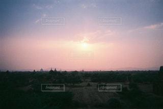 バガンの夕日の写真・画像素材[2243588]