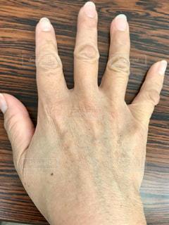 衰えた手の甲を撮影の写真・画像素材[3062244]