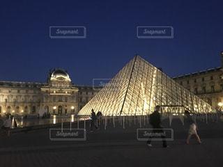 ルーブル美術館 夜景の写真・画像素材[752758]