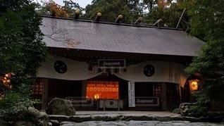 伊勢国一之宮 椿大神社 夕暮れ時の拝殿の写真・画像素材[2642689]