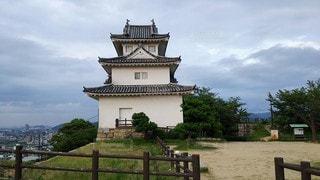 香川 丸亀城 夕暮れ時の天守の写真・画像素材[2730824]