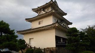 香川 丸亀城 夕暮れ時の天守の写真・画像素材[2730825]