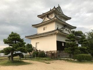 香川 丸亀城 夕暮れ時の天守の写真・画像素材[2730830]