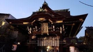京都 北野天満宮 夕暮れ時の三光門の写真・画像素材[2748696]