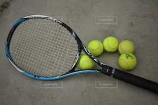 ラケットとボールの写真・画像素材[2258283]
