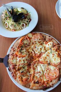 ハミルトン島で食べたピザとパスタの写真・画像素材[2659730]