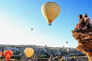 空に舞う気球の写真・画像素材[2261846]